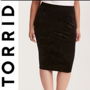 EUC Torrid Black Crushed Velvet Pencil Skirt - 3X